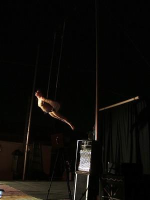 The amazing Xep on the trapeze