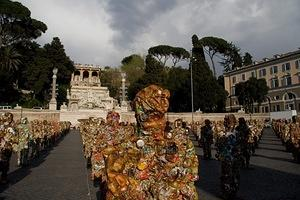 Trash people in Piazza del Popolo