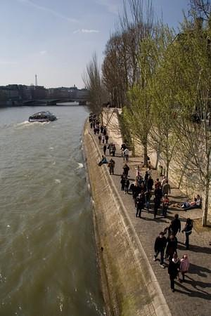 Spring along the Seine walkway