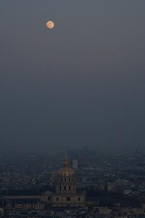 Les Invalides and the moon